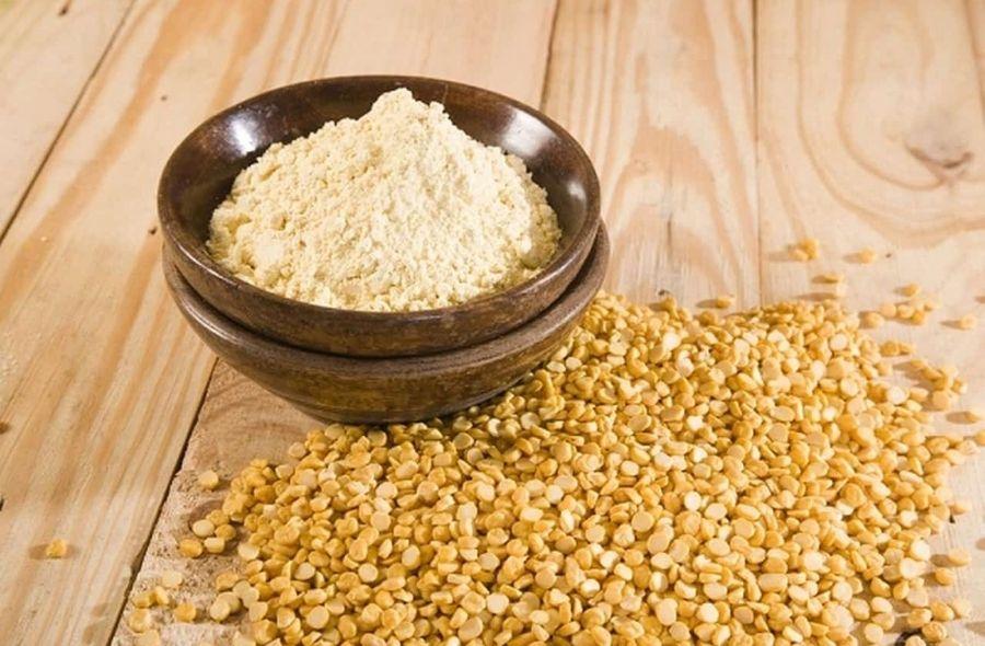 Gram Flour for Oily Skin