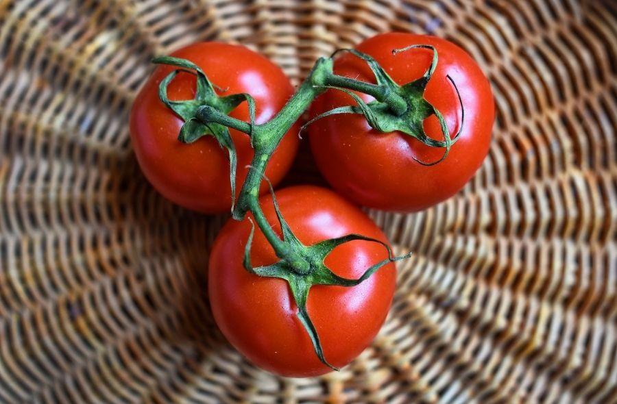 Tomato for Oily Skin